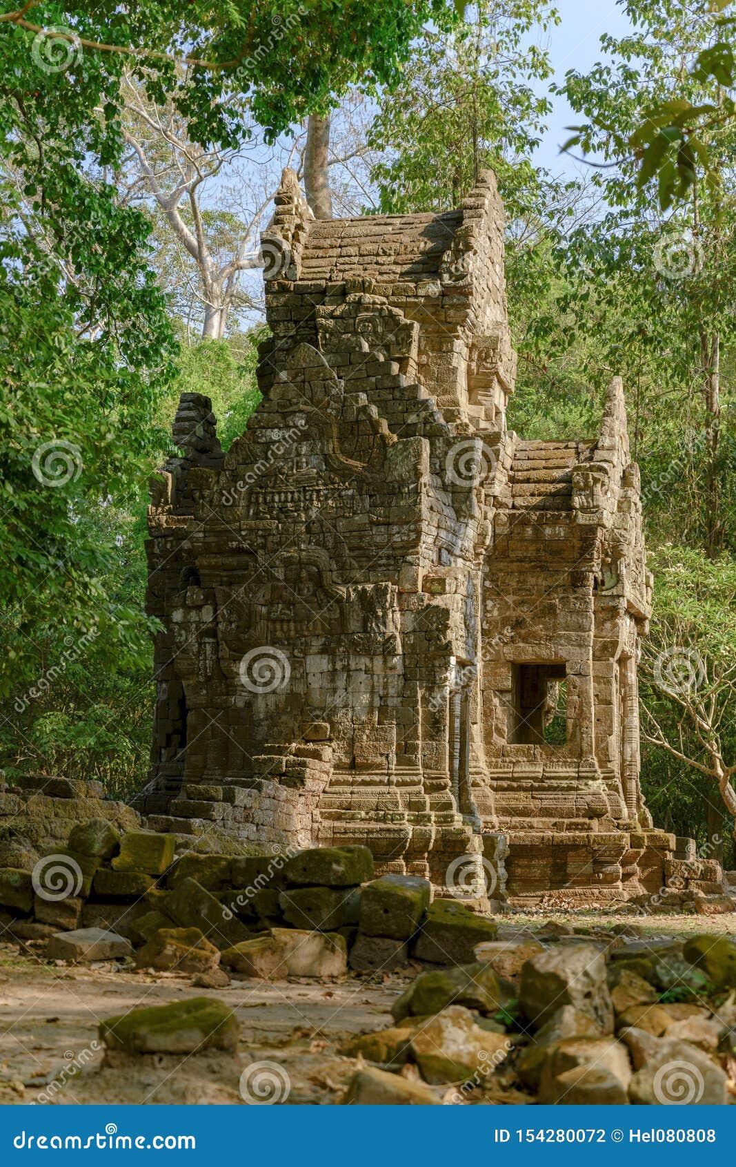 Liten tempel på Angkor Thom, en khmertempel, Siem Reap, Cambodja Bayon den mest noterbara templet på Angkor Thom