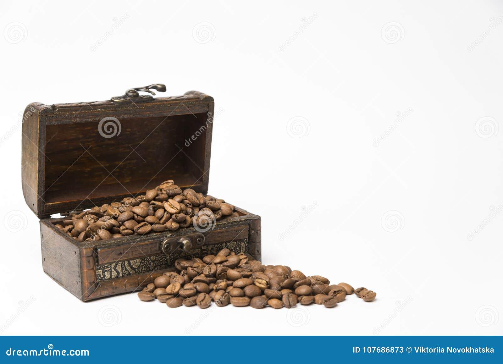 Liten träask med kaffebönor