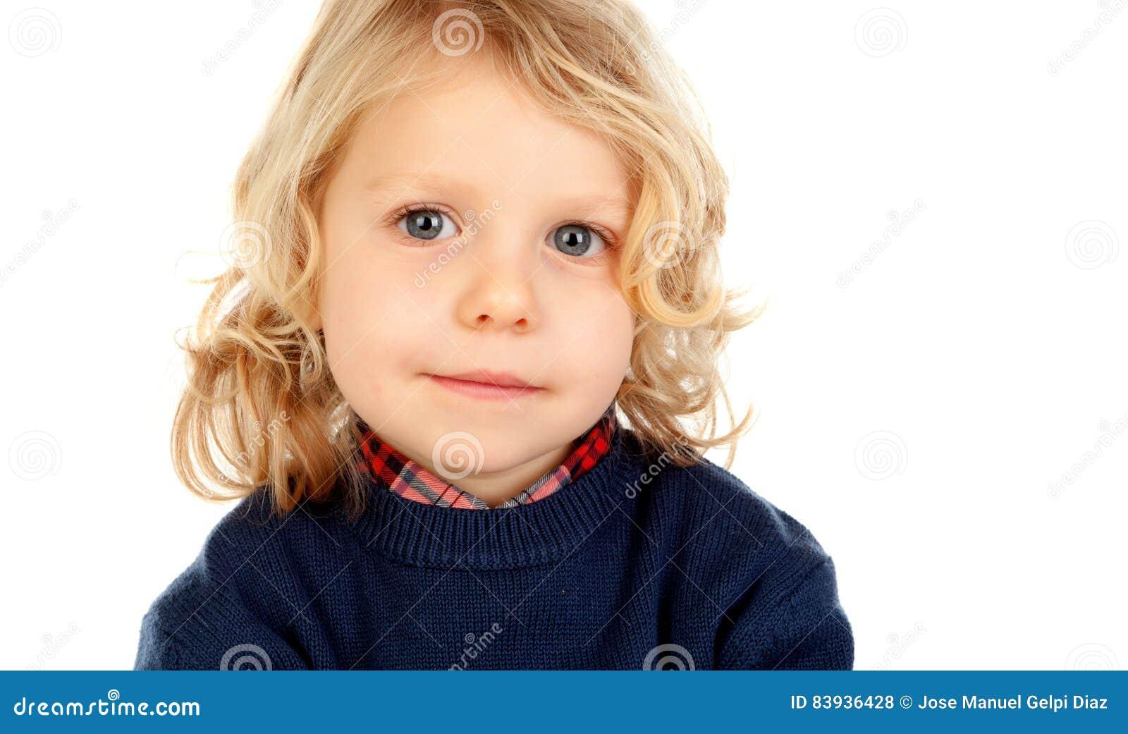 Litet blont barn med fyra år