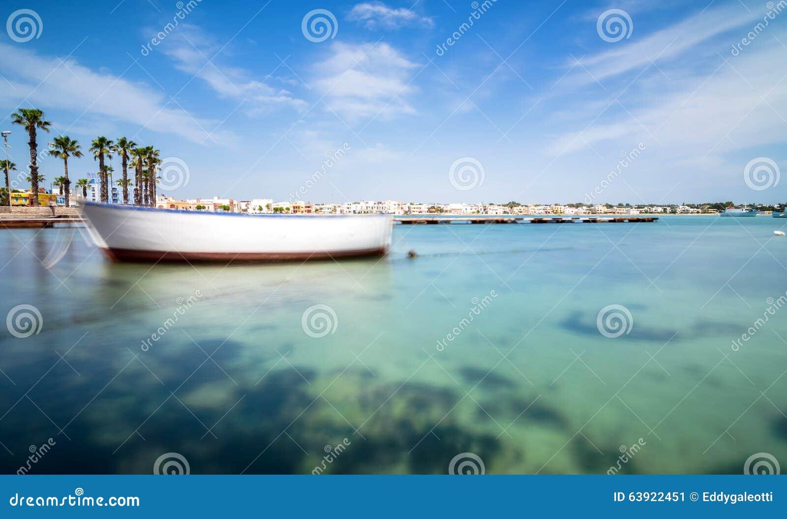 Litoral de Porto Cesareo na costa Ionian, Itália
