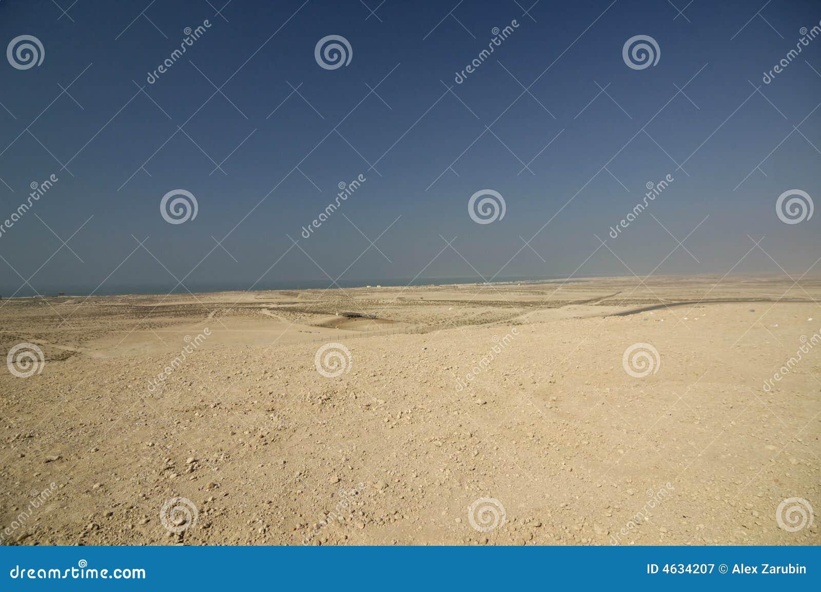Litoral do deserto entre Dubai e Abu Dhabi