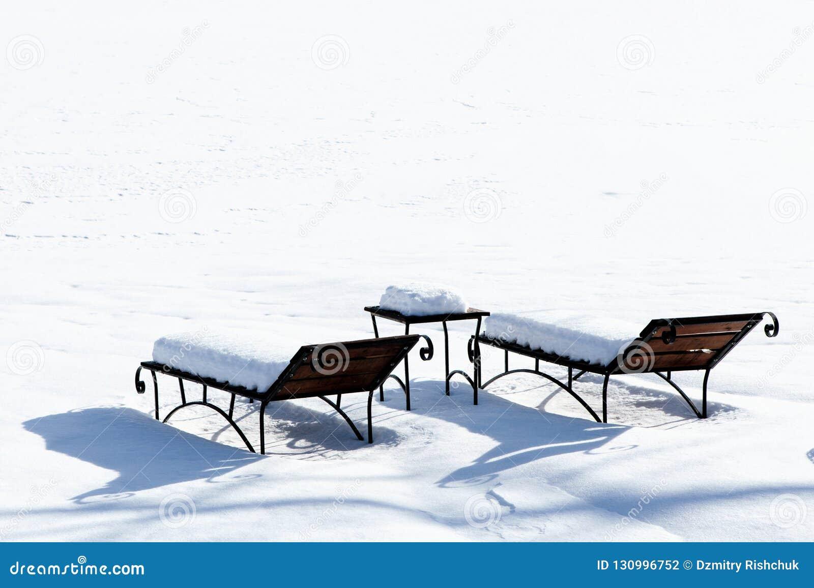 De NeigePrenant Bain L'hiver La Soleil Un Lits Pendant Sun Dans c4L3AqRj5