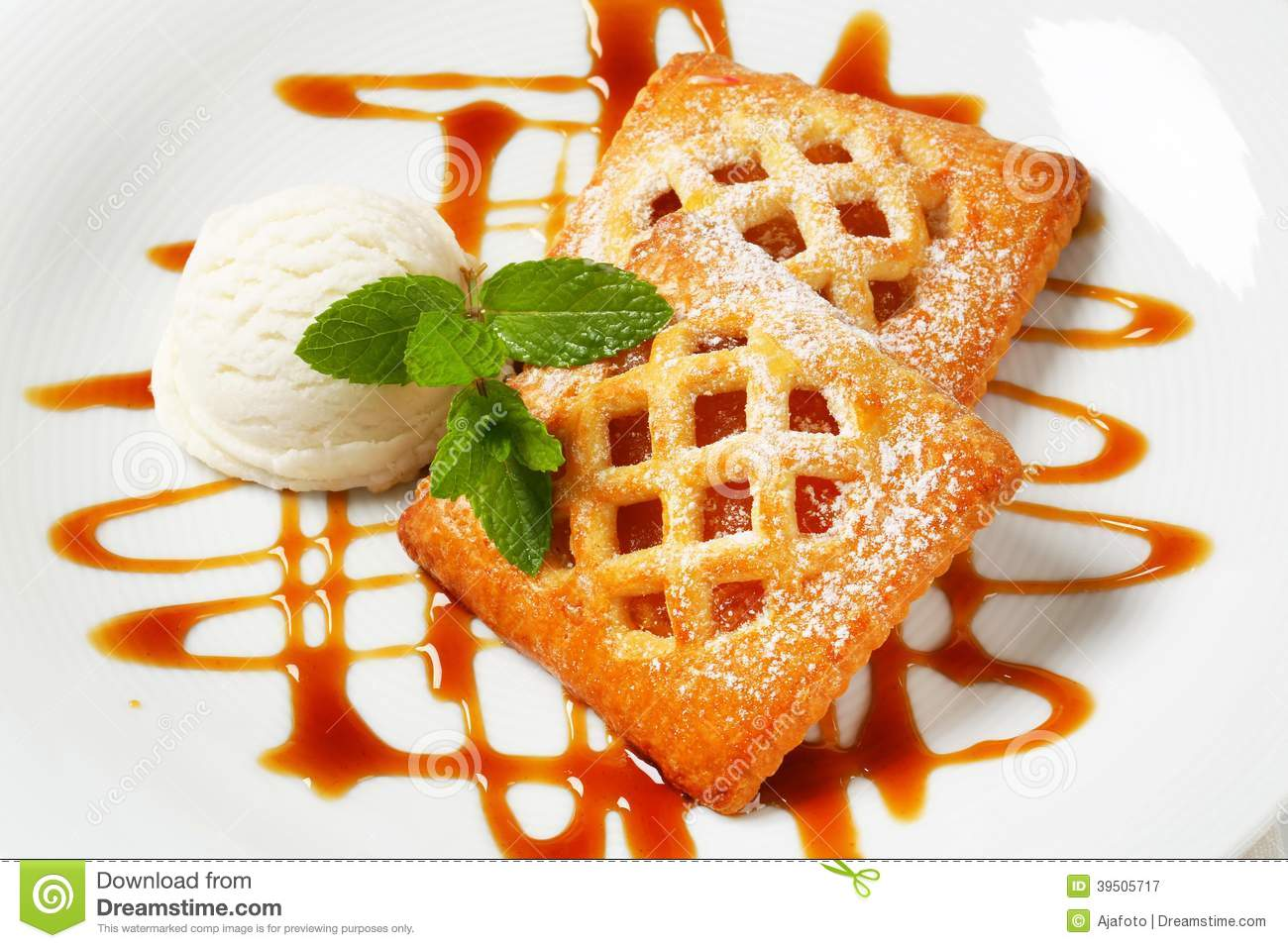 Little apricot pies with ice cream