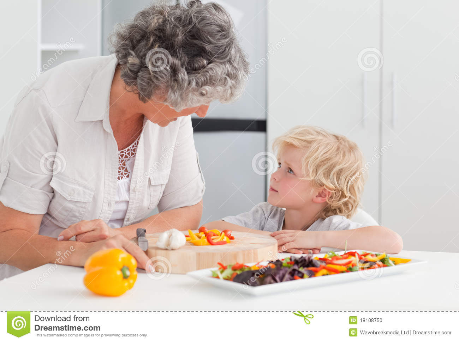 С бабушкой на кухне 13 фотография