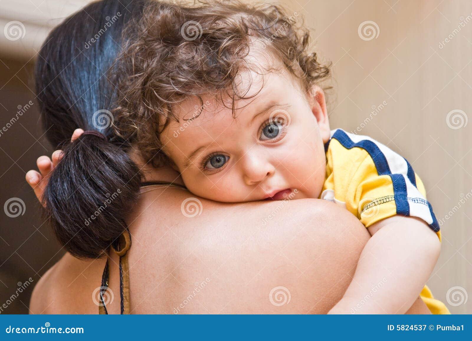 Сын смотрит как маму 2 фотография
