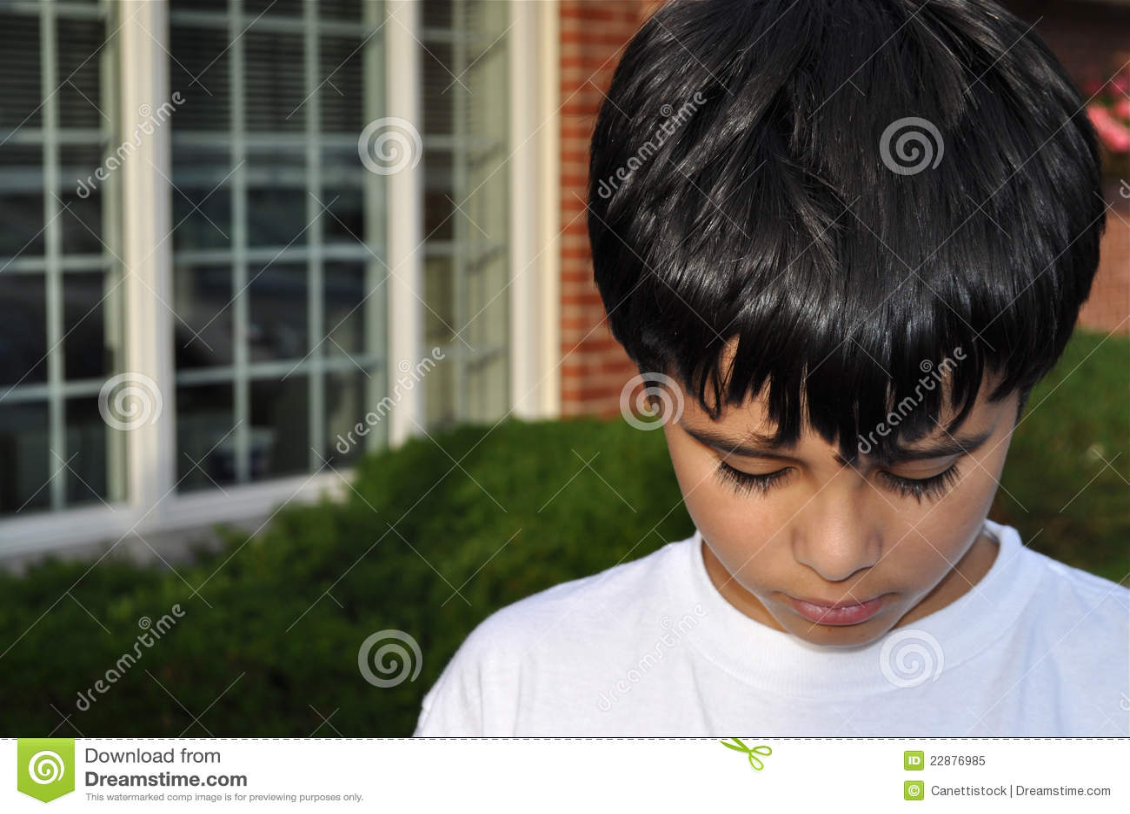 Little Boy triste
