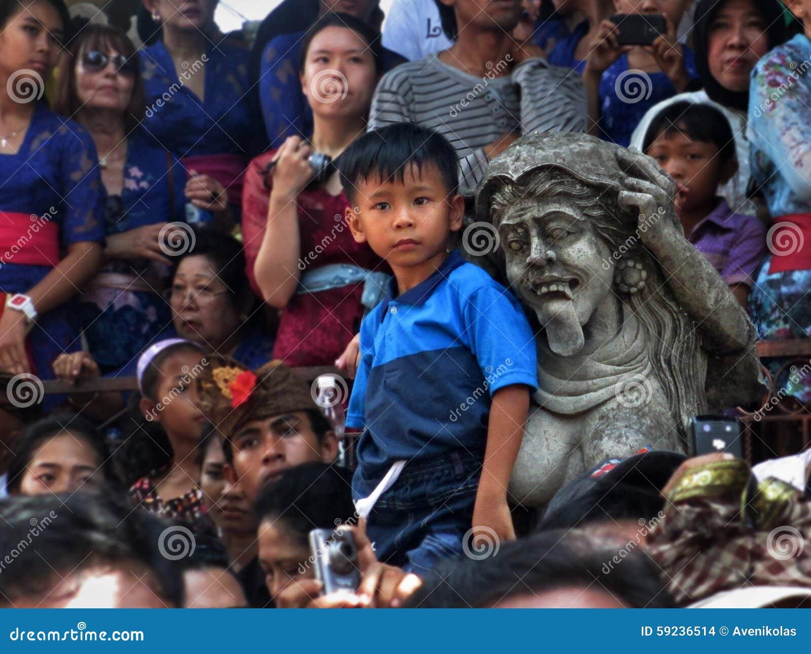 Download Little Boy Y Estatua Del Balinese Imagen de archivo editorial - Imagen de bali, gente: 59236514