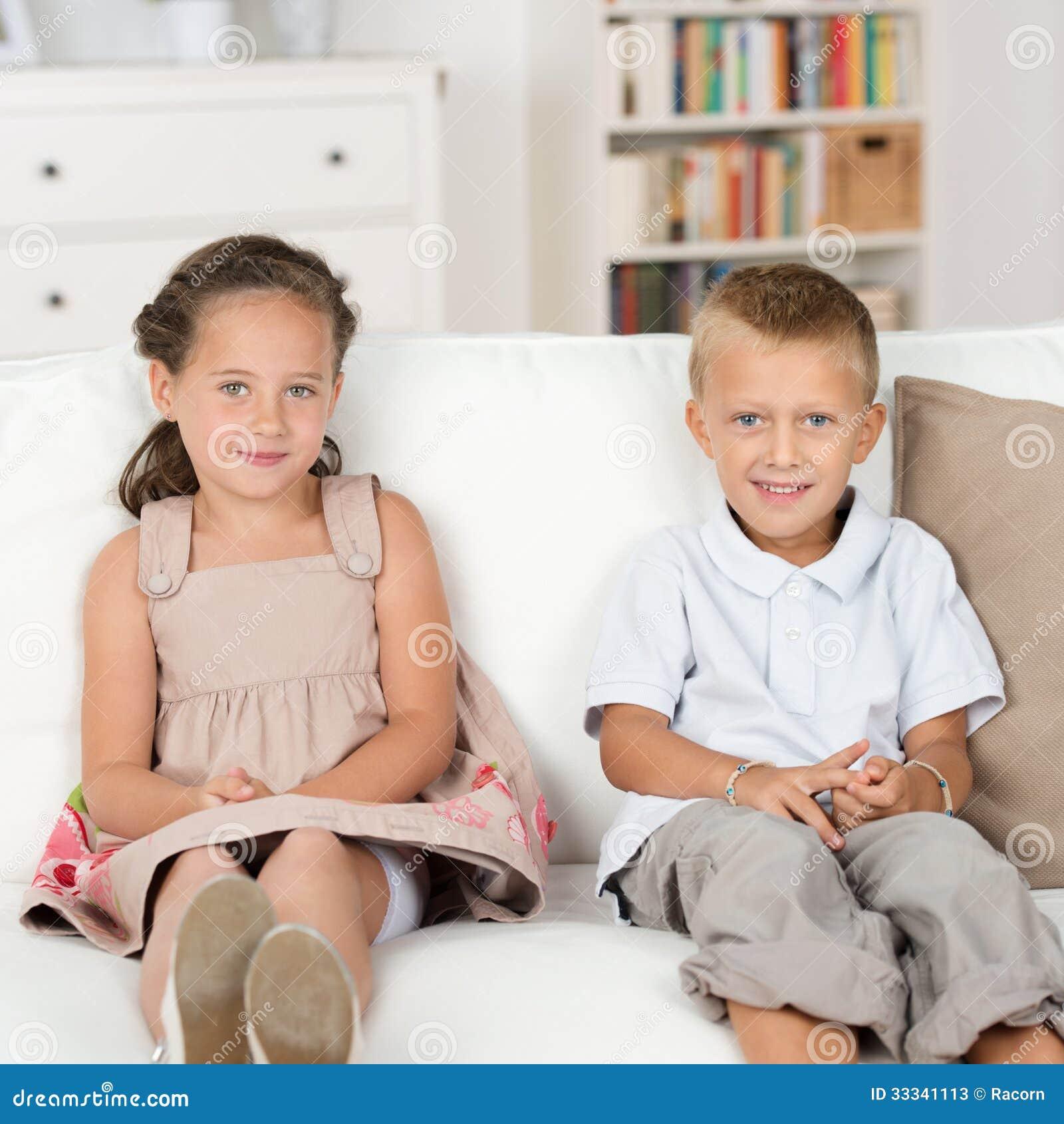 brat-trahnul-svoyu-starshuyu-sestru