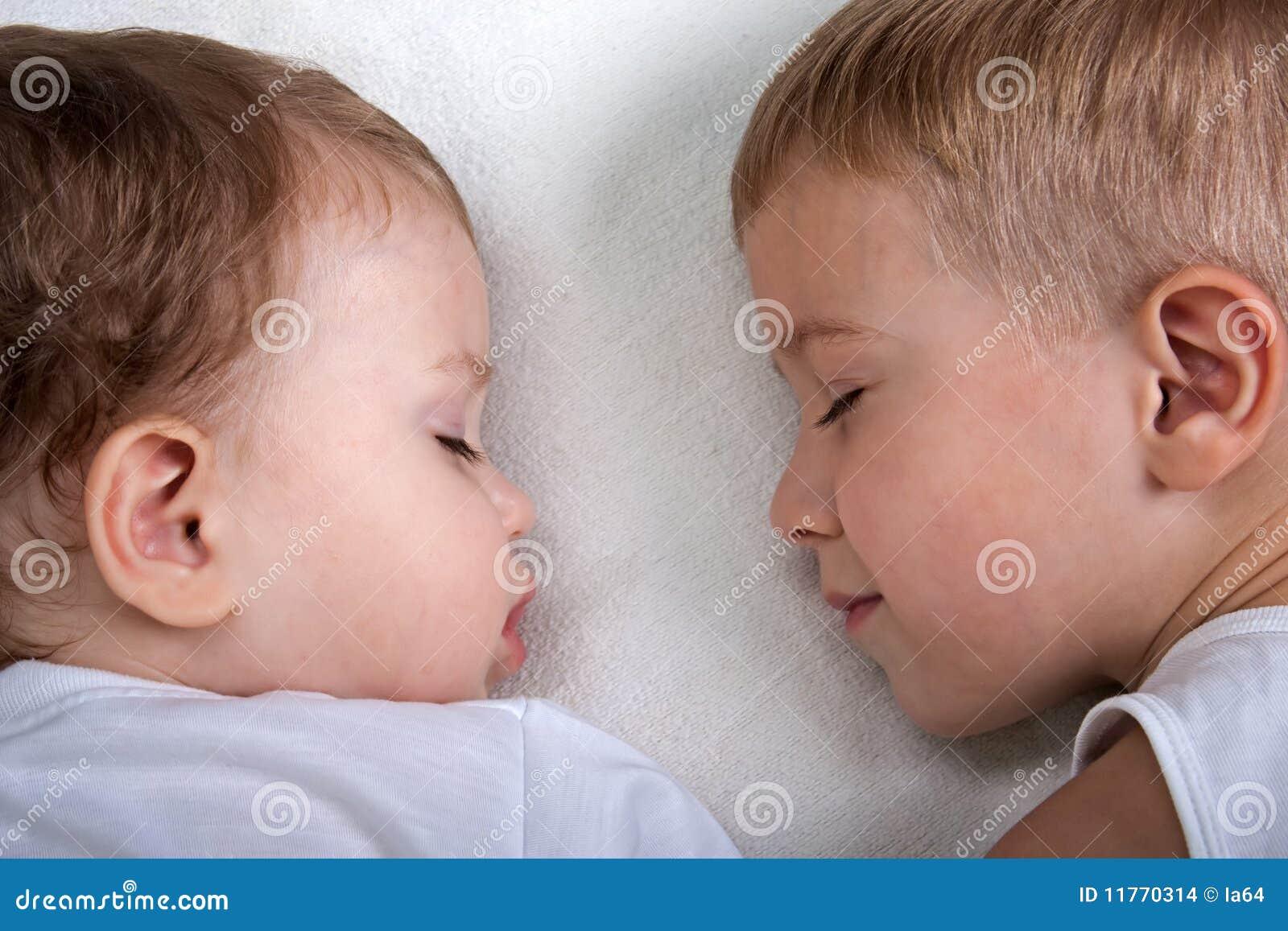 Спала с двумя братьями 2 фотография