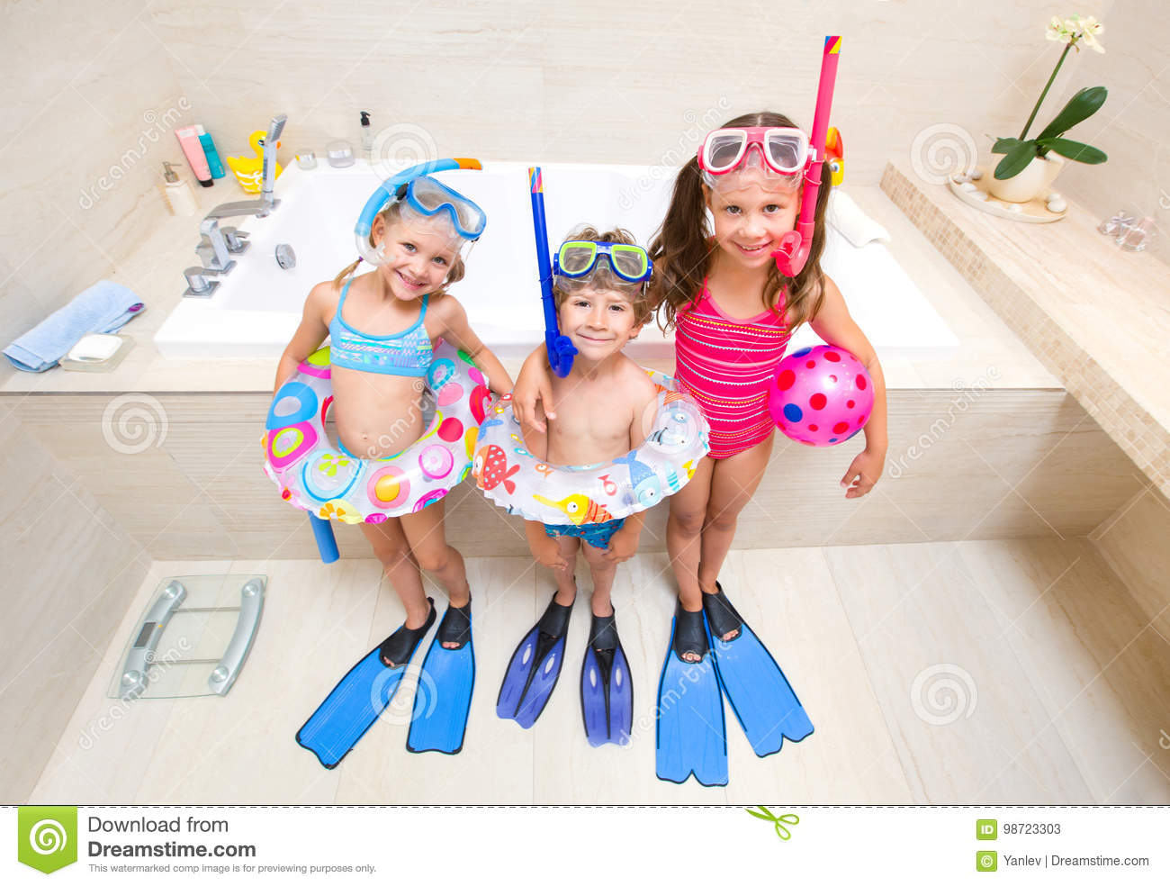 48630f2563e7e Children Play In The Bathroom Stock Image - Image of family, human ...