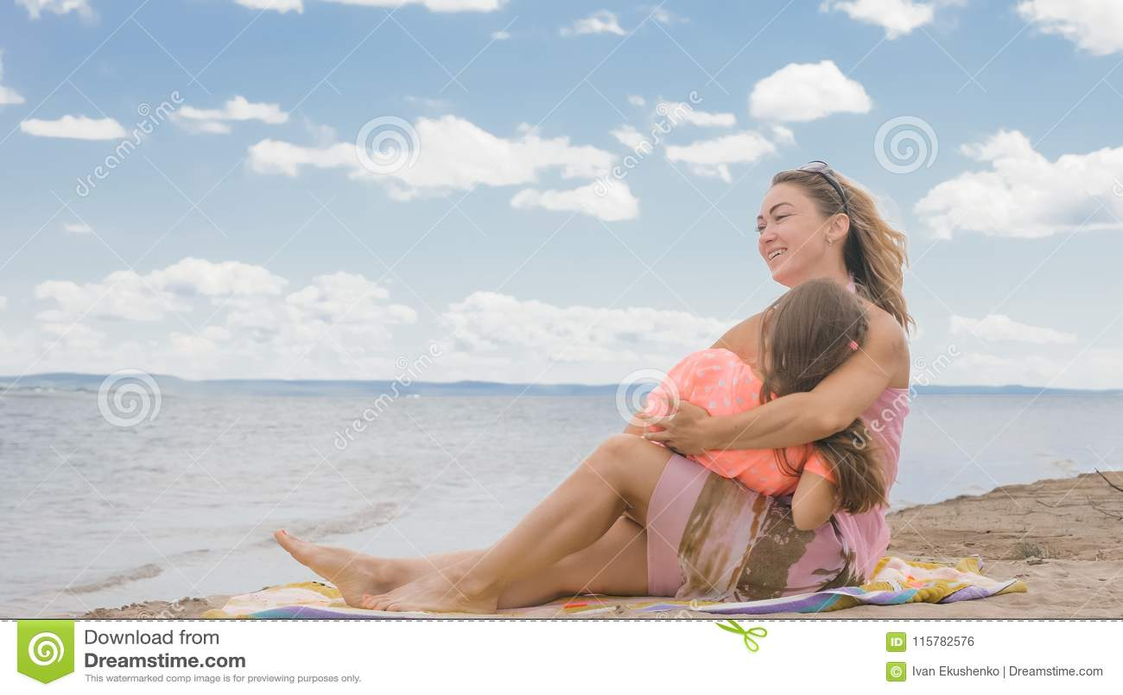 boy kiss beach girl Young