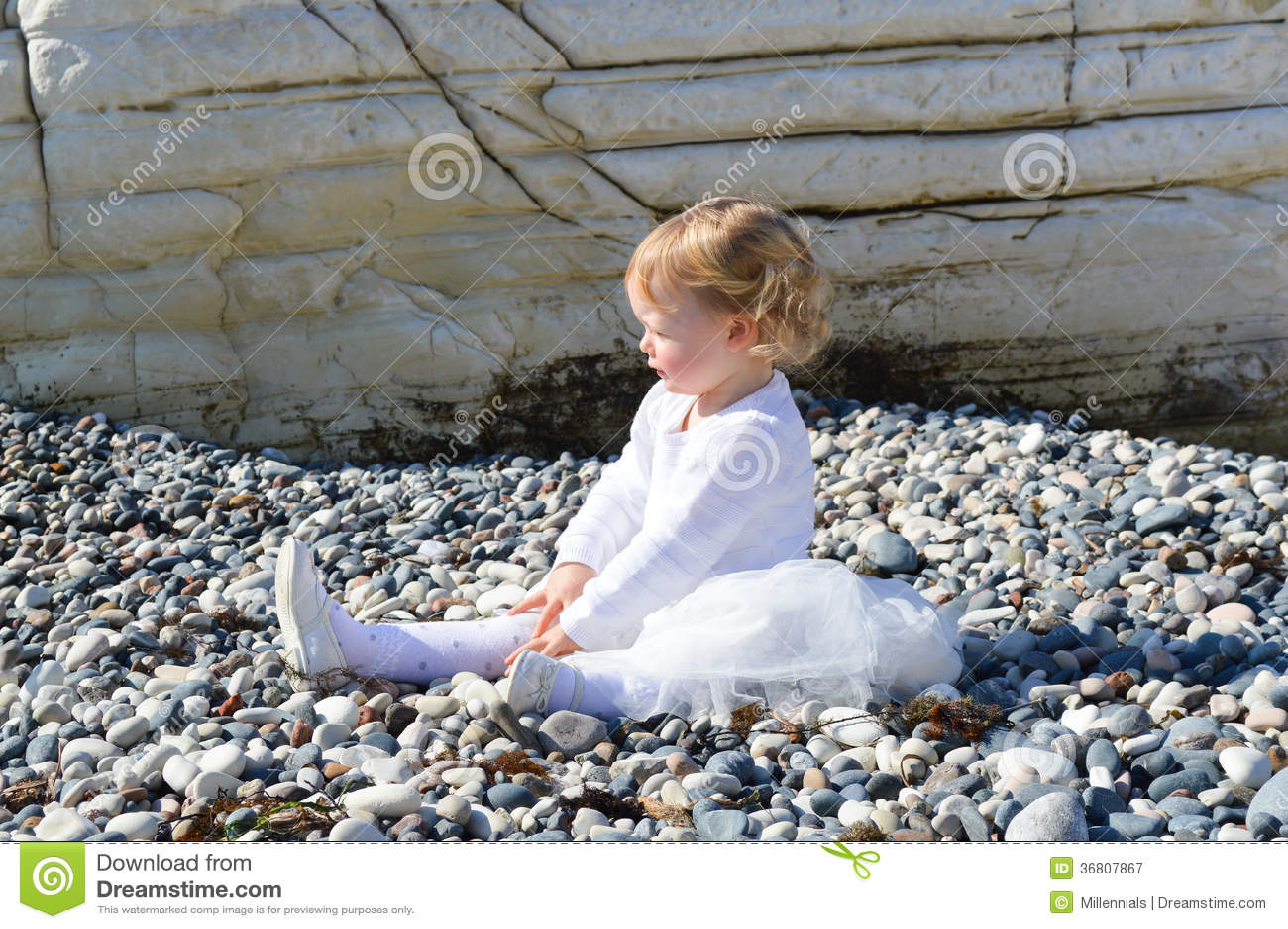 Sad little girl sittin...