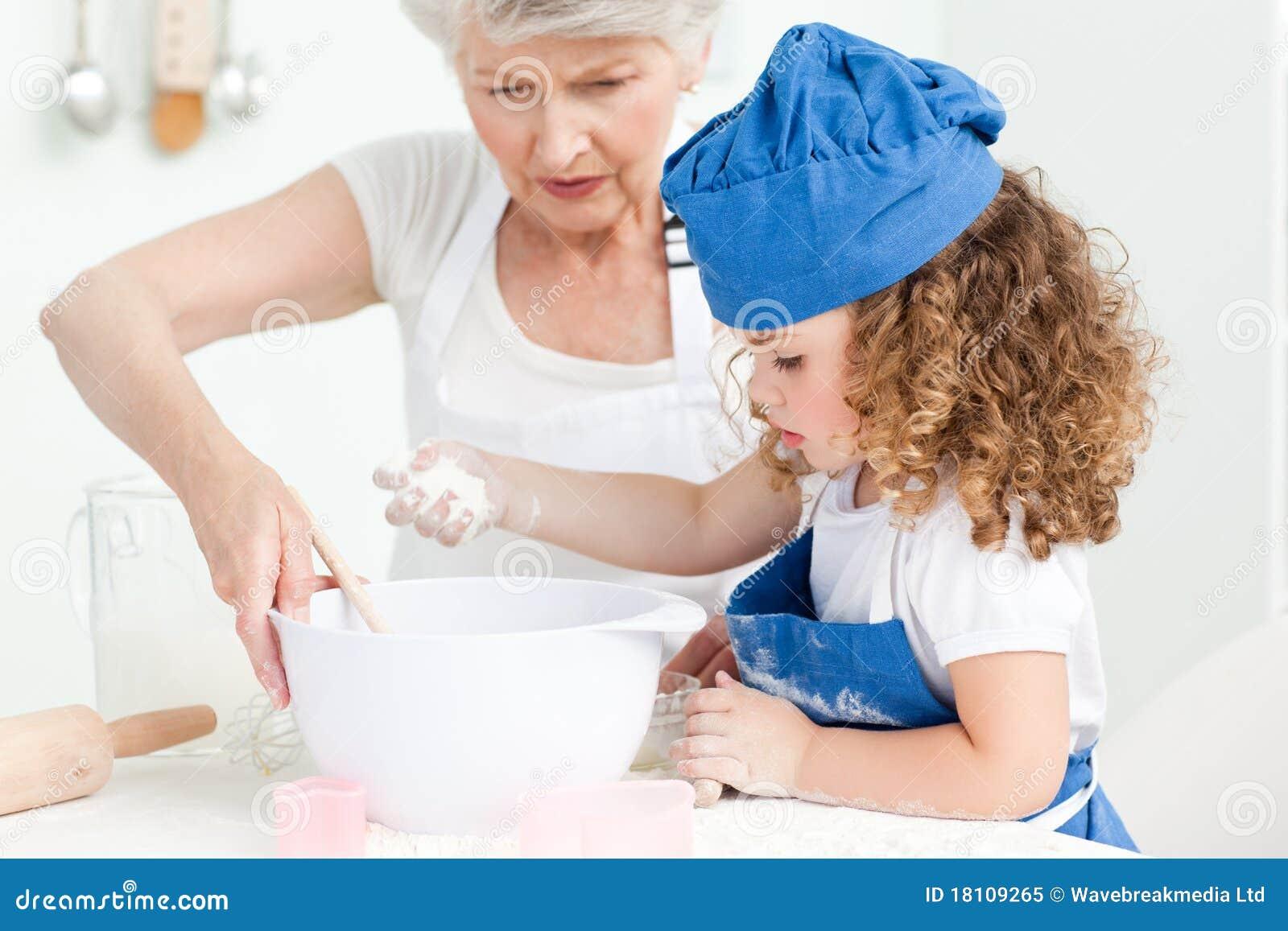 С бабушкой на кухне 7 фотография