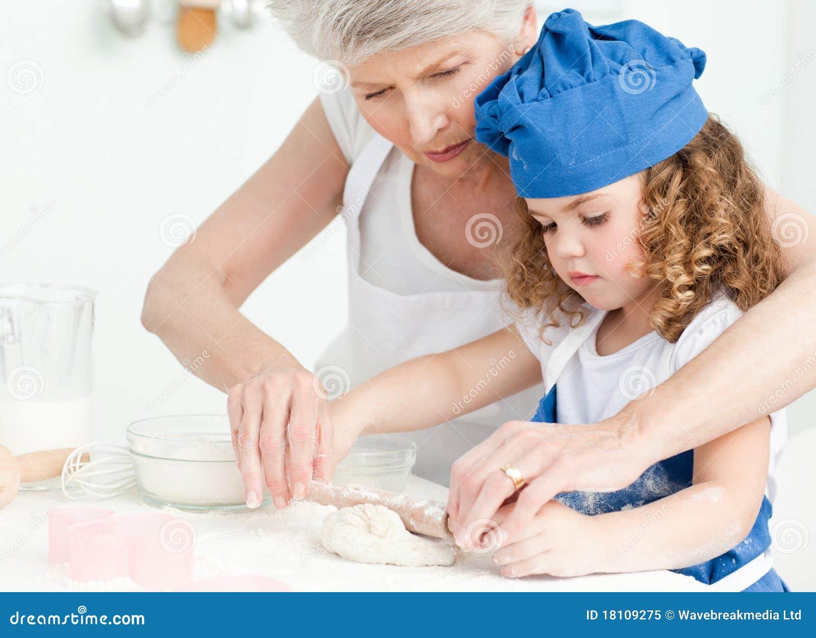 С бабушкой на кухне 15 фотография
