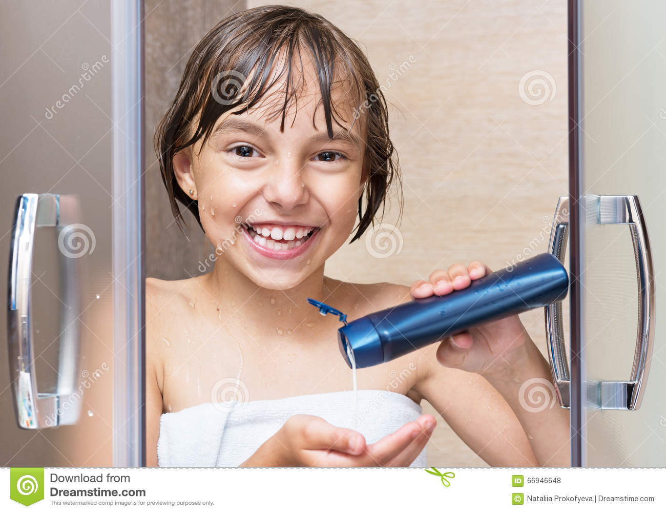 Little Girl In The Bathroom Stock Photo - Image: 66946648