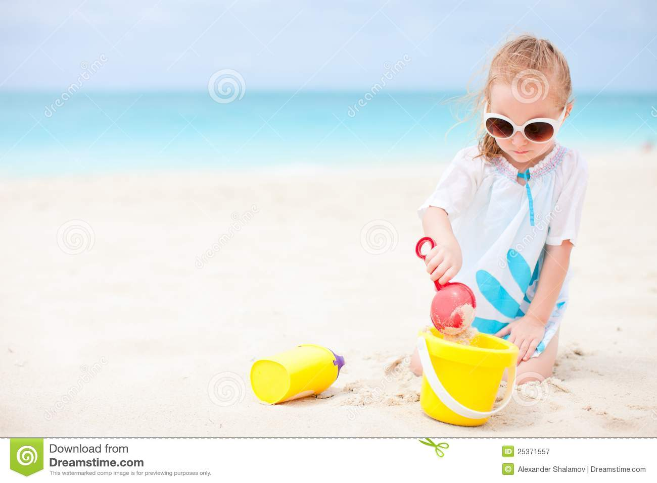 Beach Toys For Girls : Little girl with beach toys royalty free stock photography