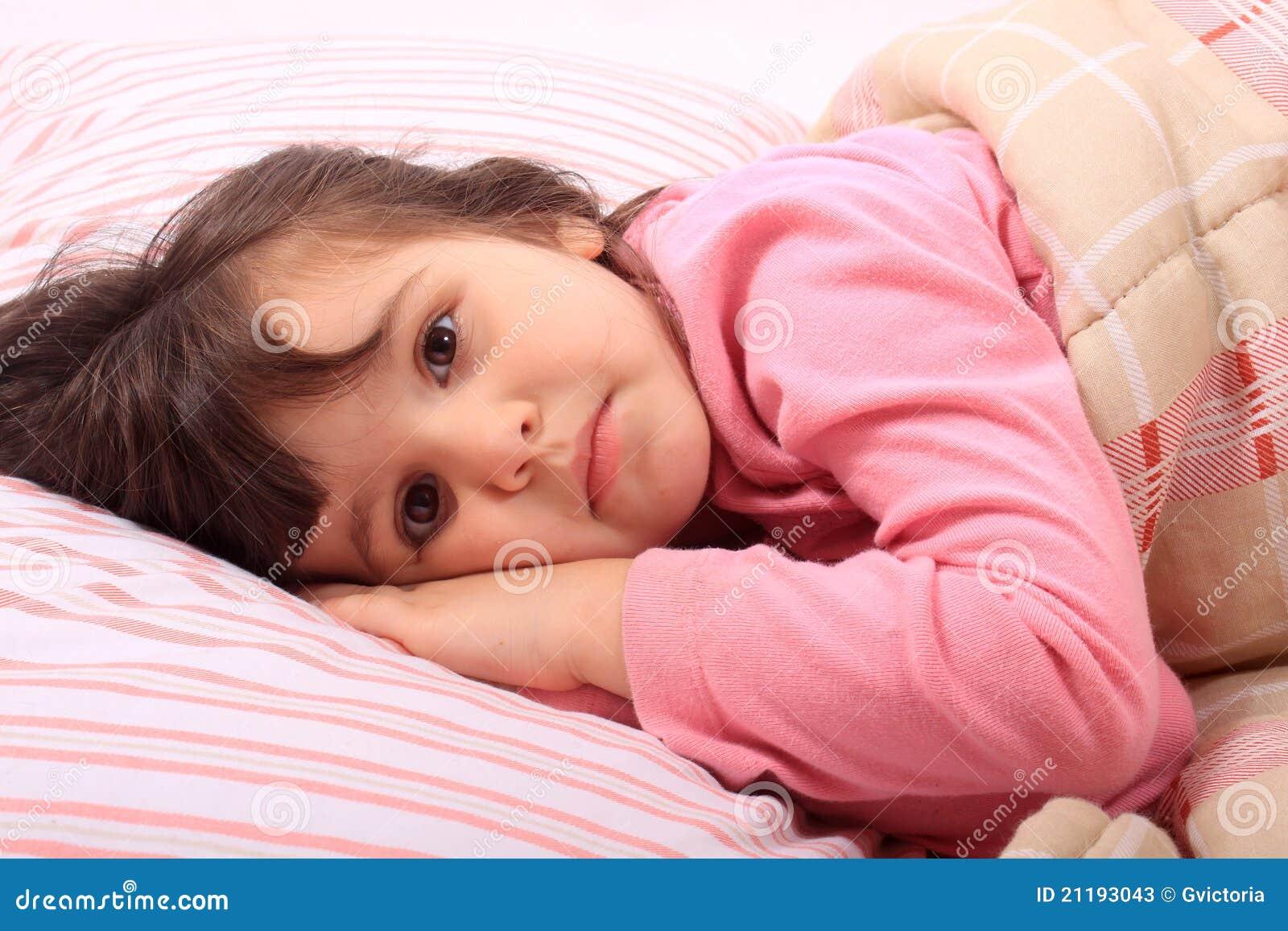 little girl bedtime stock photos image 21193043. Black Bedroom Furniture Sets. Home Design Ideas
