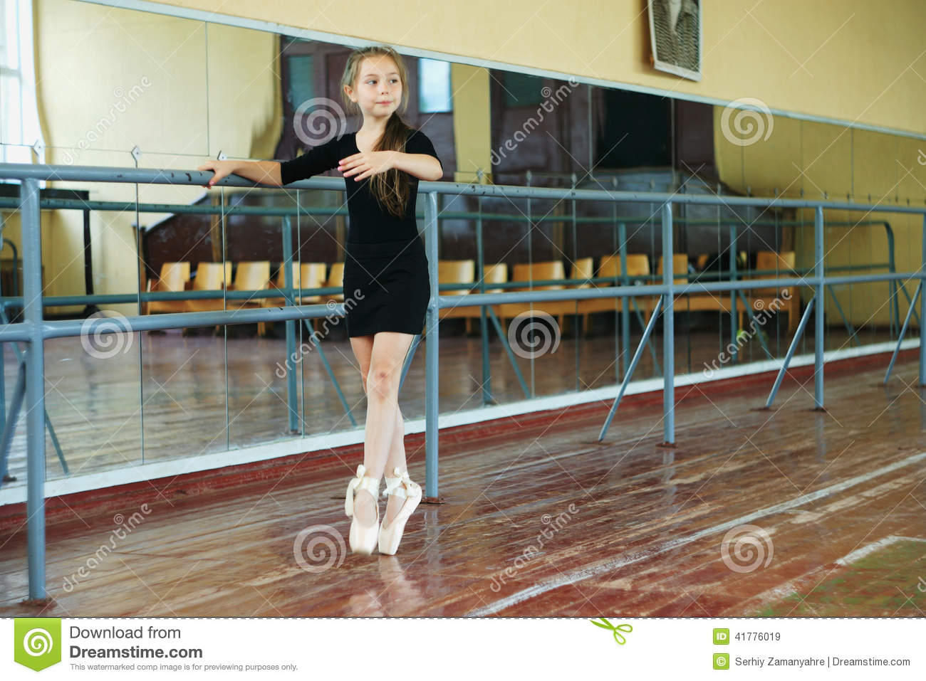 78d0a6bc4 Little Girl In The Dance Class Stock Image - Image of arts ...