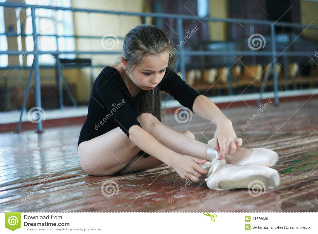 371f9e11d Little Girl In The Dance Class Stock Photo - Image of dancing ...