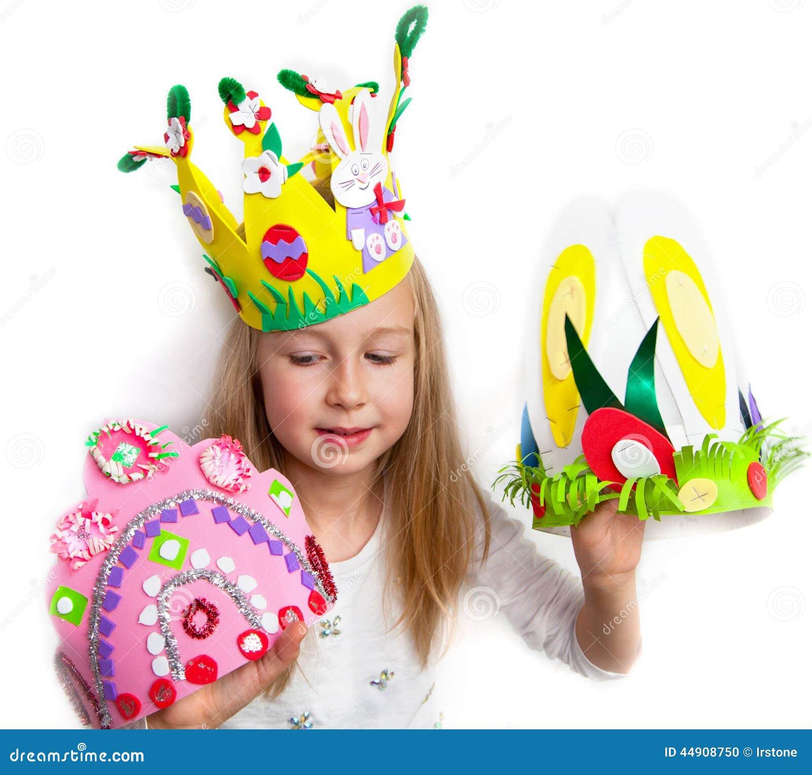 réflexions sur nouveaux styles code de promo Little Girl Demonstrating Her Craft Works, Easter Bonnets ...