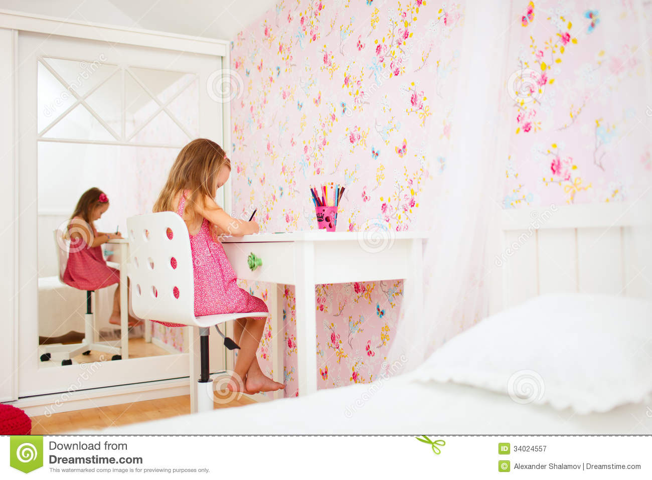 Little Girl In Her Room Stock Image Image Of Education 34024557 # Muebles Himher S A