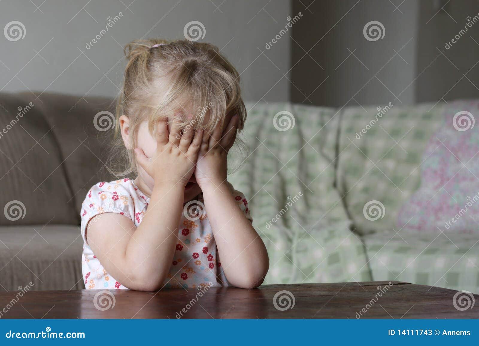 Стеснительная девочка фото 9 фотография