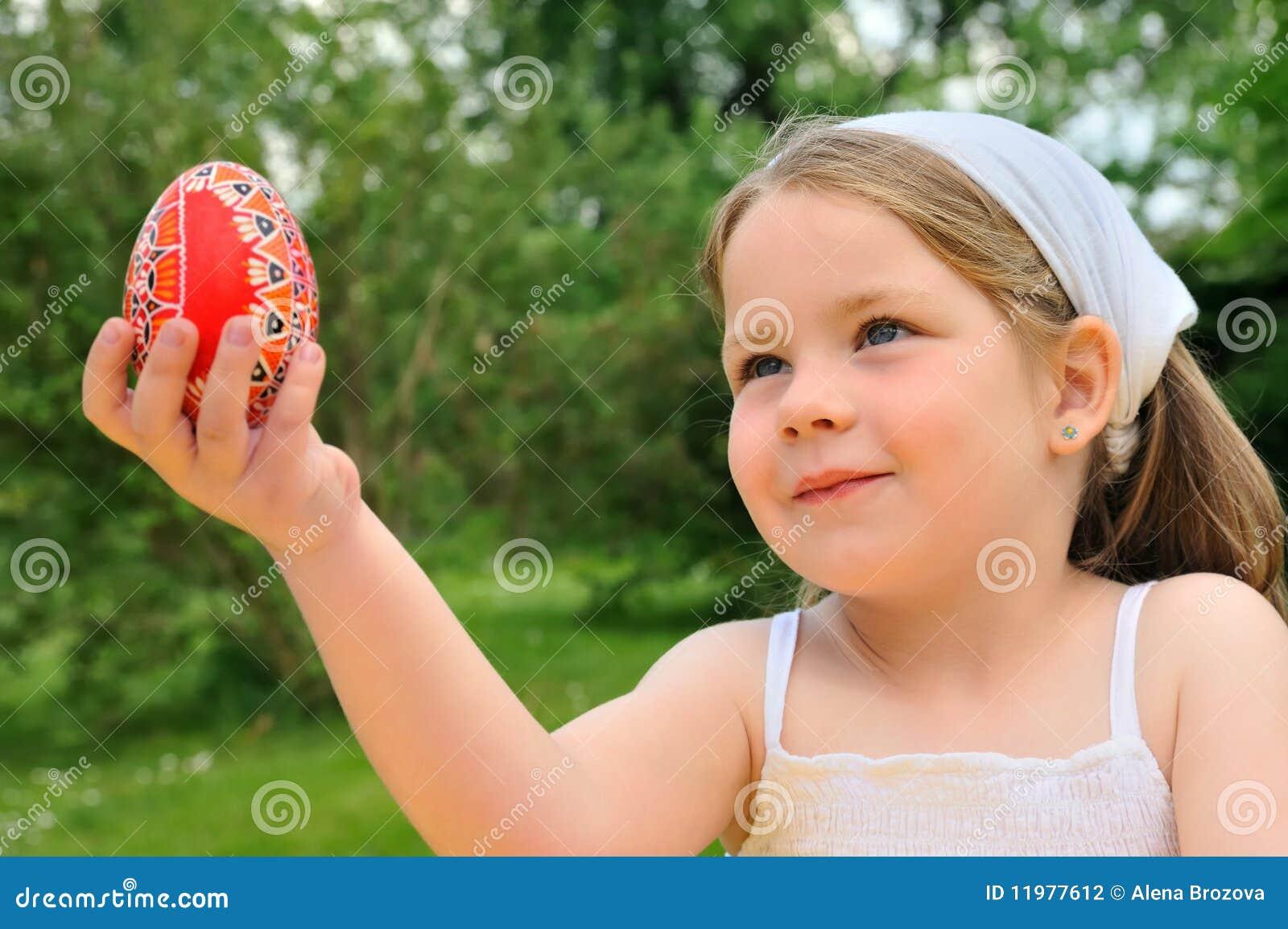 Яички в руке девушки, Русская красотка сжимает в руках мужские яйца и дает 23 фотография