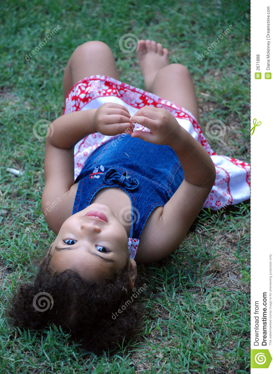 Little Girl Laying In Grass Royalty Free Stock Photos - Image: 2671888: www.dreamstime.com/royalty-free-stock-photos-little-girl-laying...
