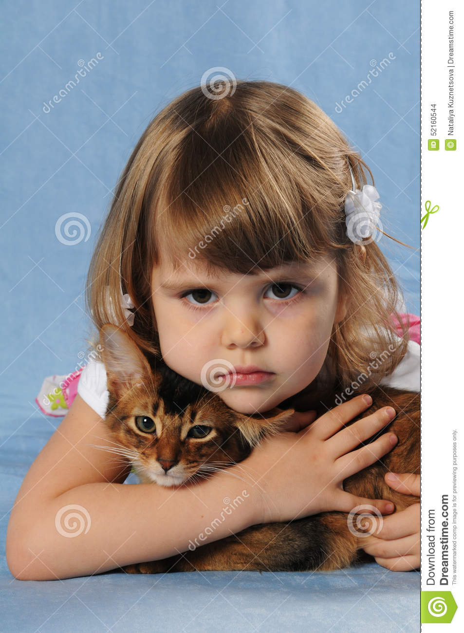 Little Girl Lying With Somali Kitten Ruddy Color Stock Photography Cartoondealer Com 52159562