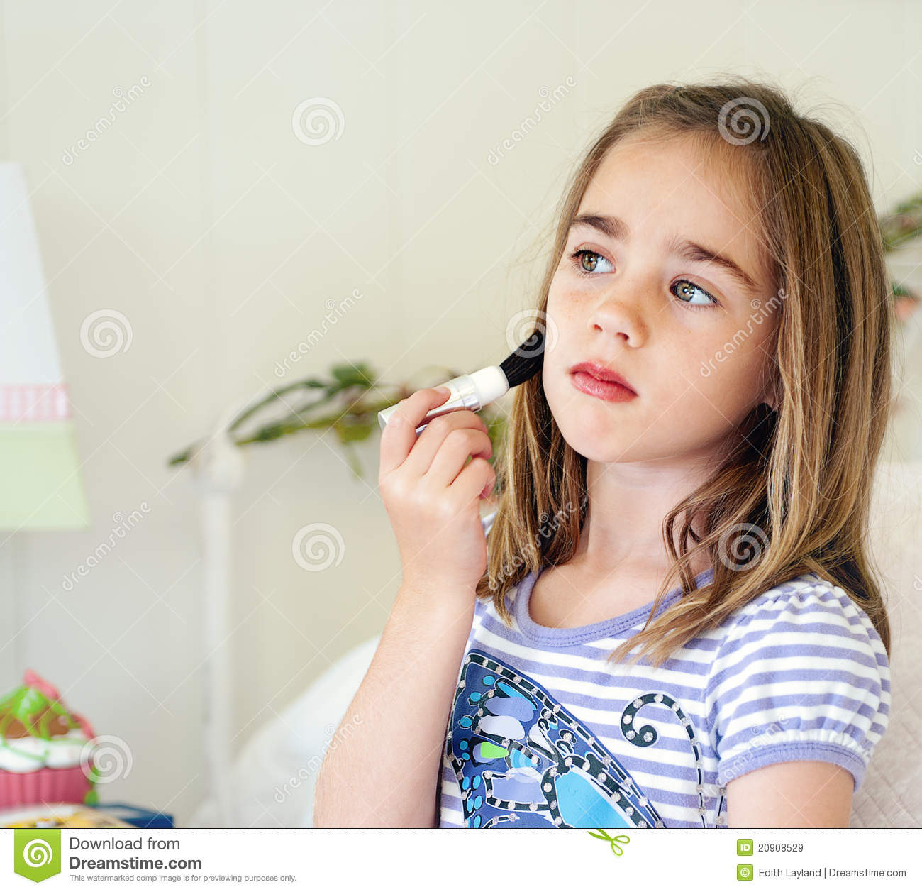 Little Girl Makeup Royalty Free Stock Images - Image: 20908529