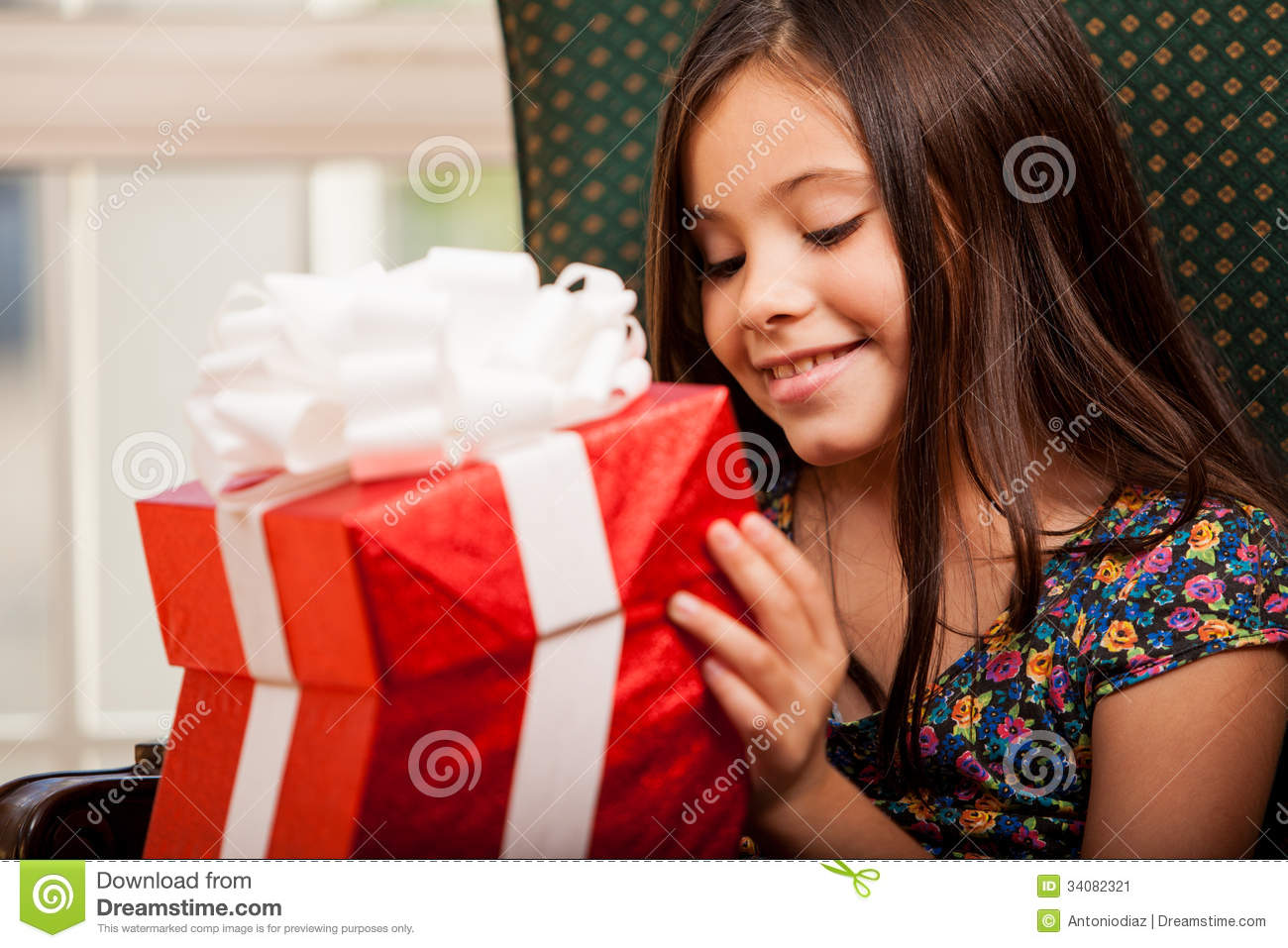 Little Girl Opening A Gift Box Stock Image - Image: 34082321