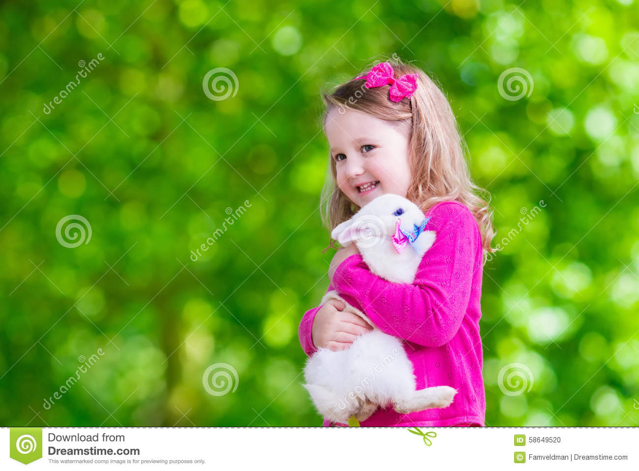 noud girl paly with animals