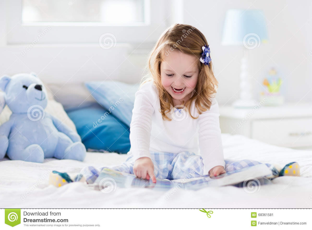 To Play In Bed 28 Images Happy Family Playing Together On The Bed Stock Photography Happy