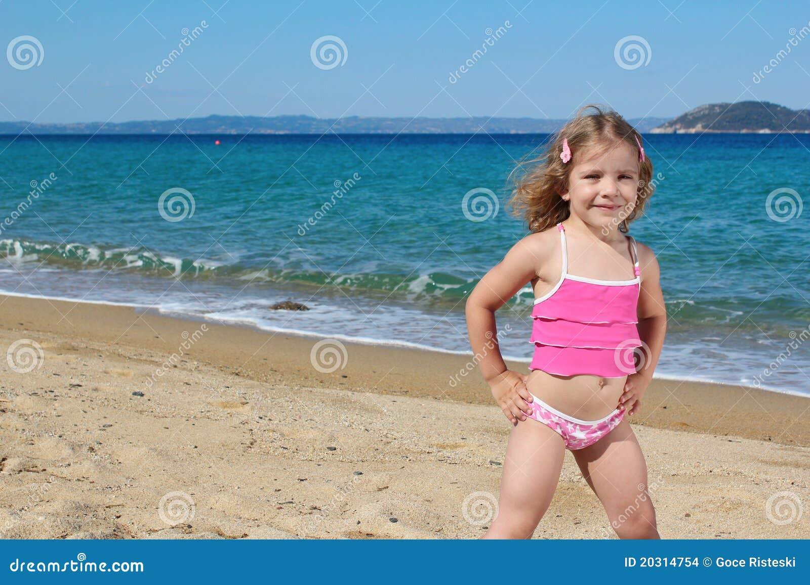 little girl pose beach