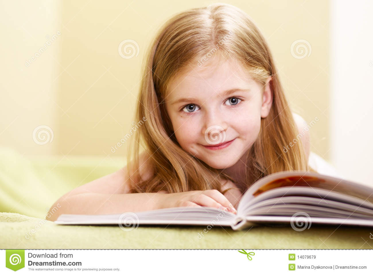 Little Girl Reading Royalty Free Stock Images - Image: 14079679