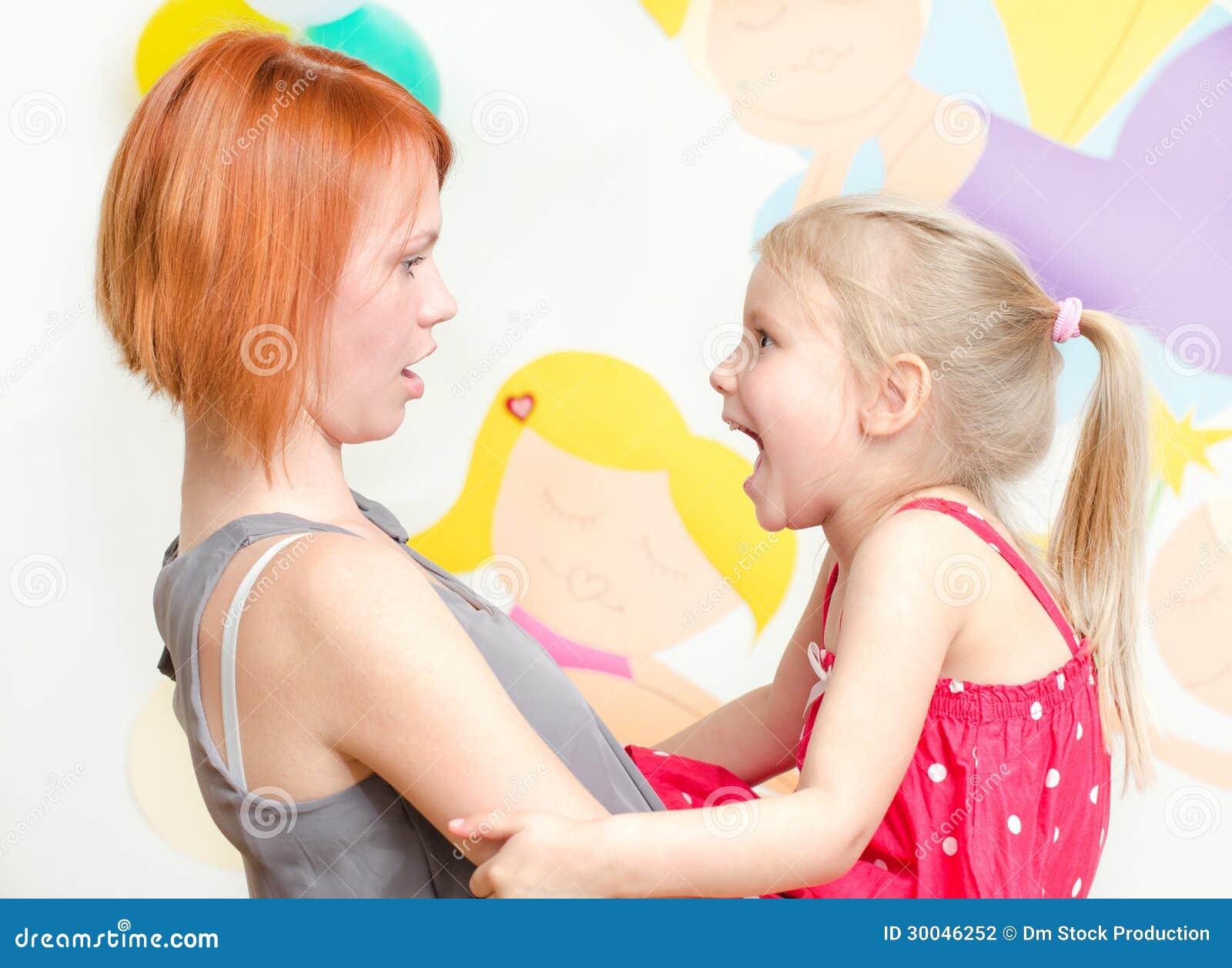 Смотреть мальчик орет на маму 1 фотография