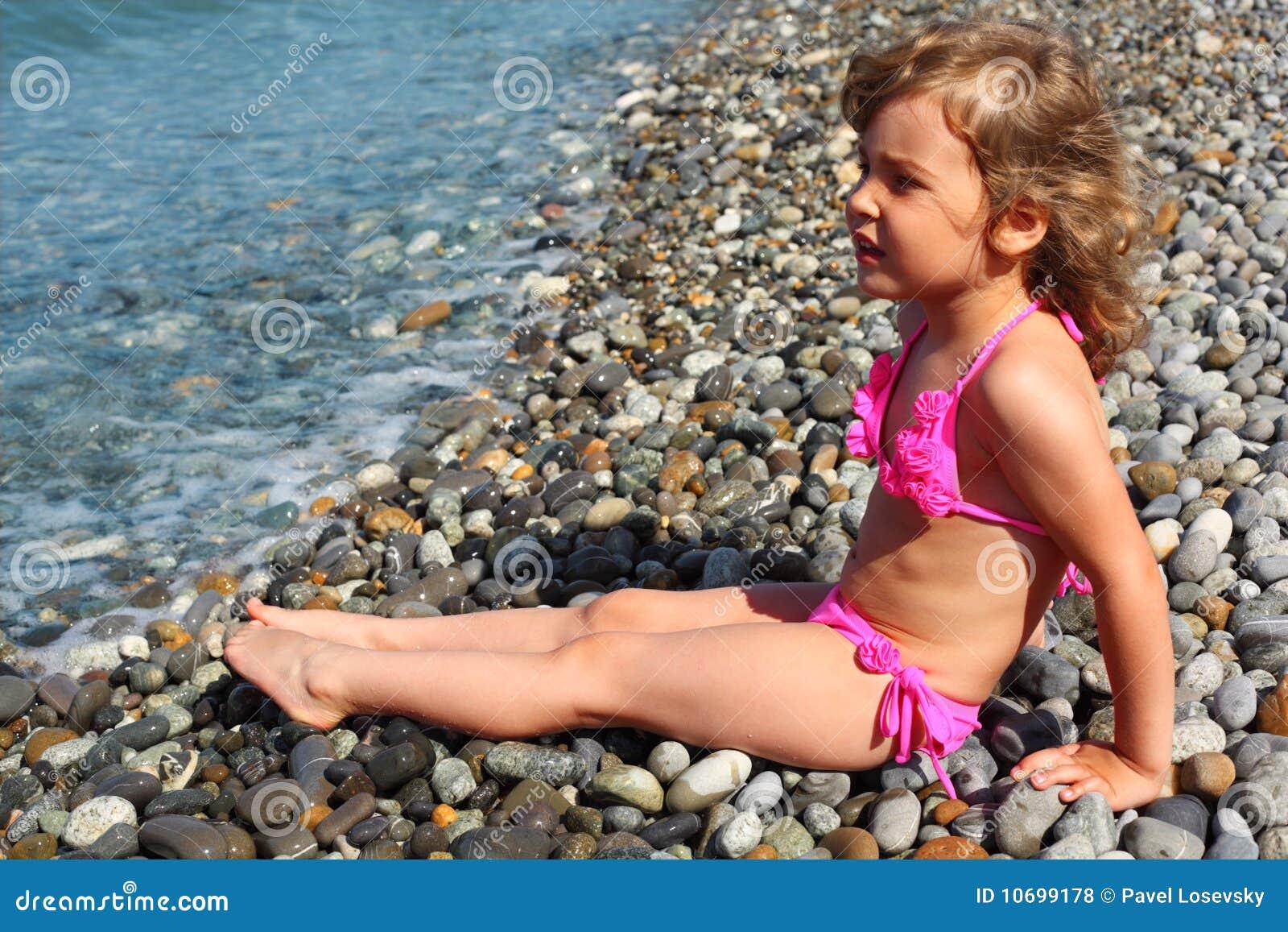 Фото маленька девочка и ее пися, Девочка созрела? Самые скандальные фотосессии юных 31 фотография