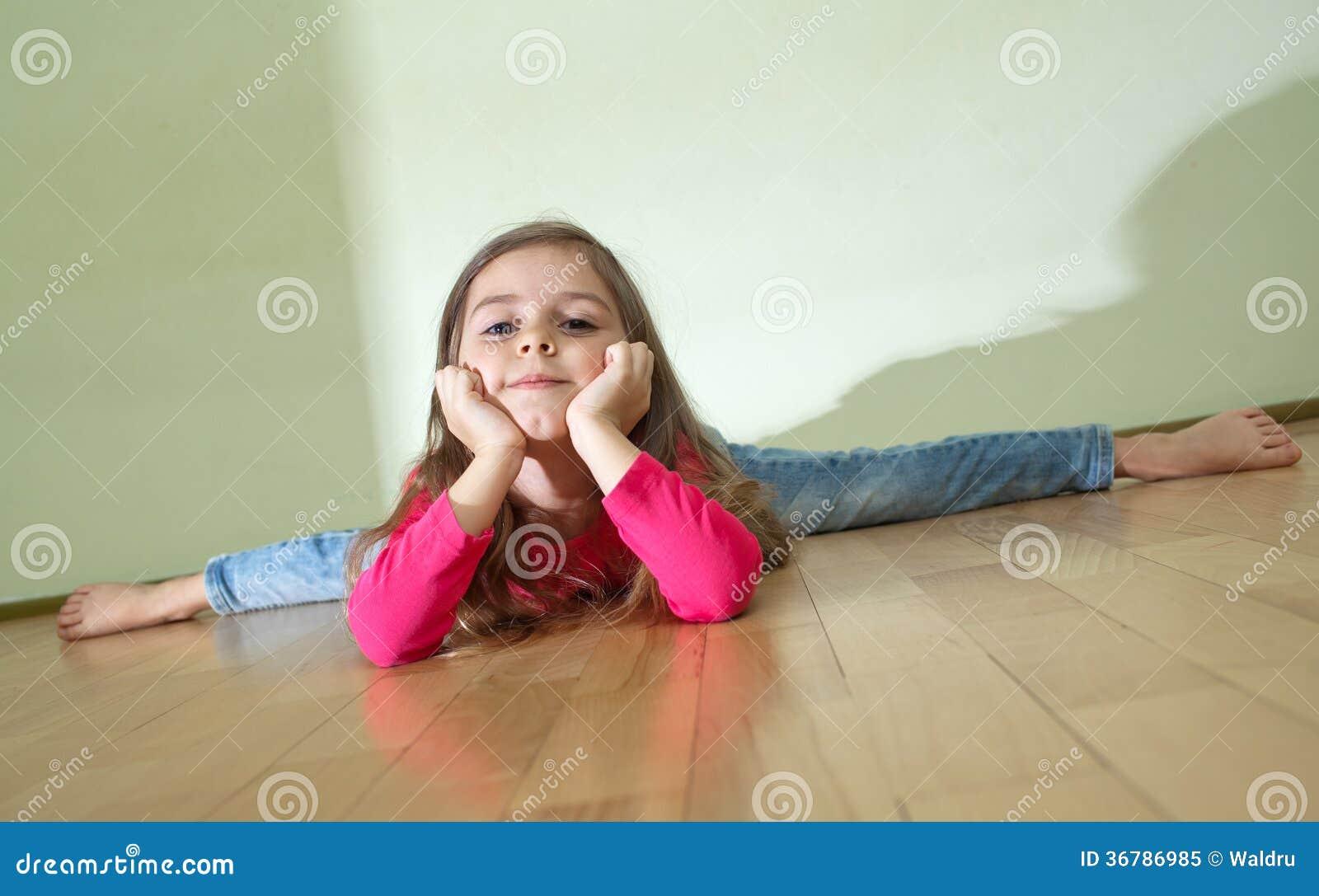 girls doing splits on dildos