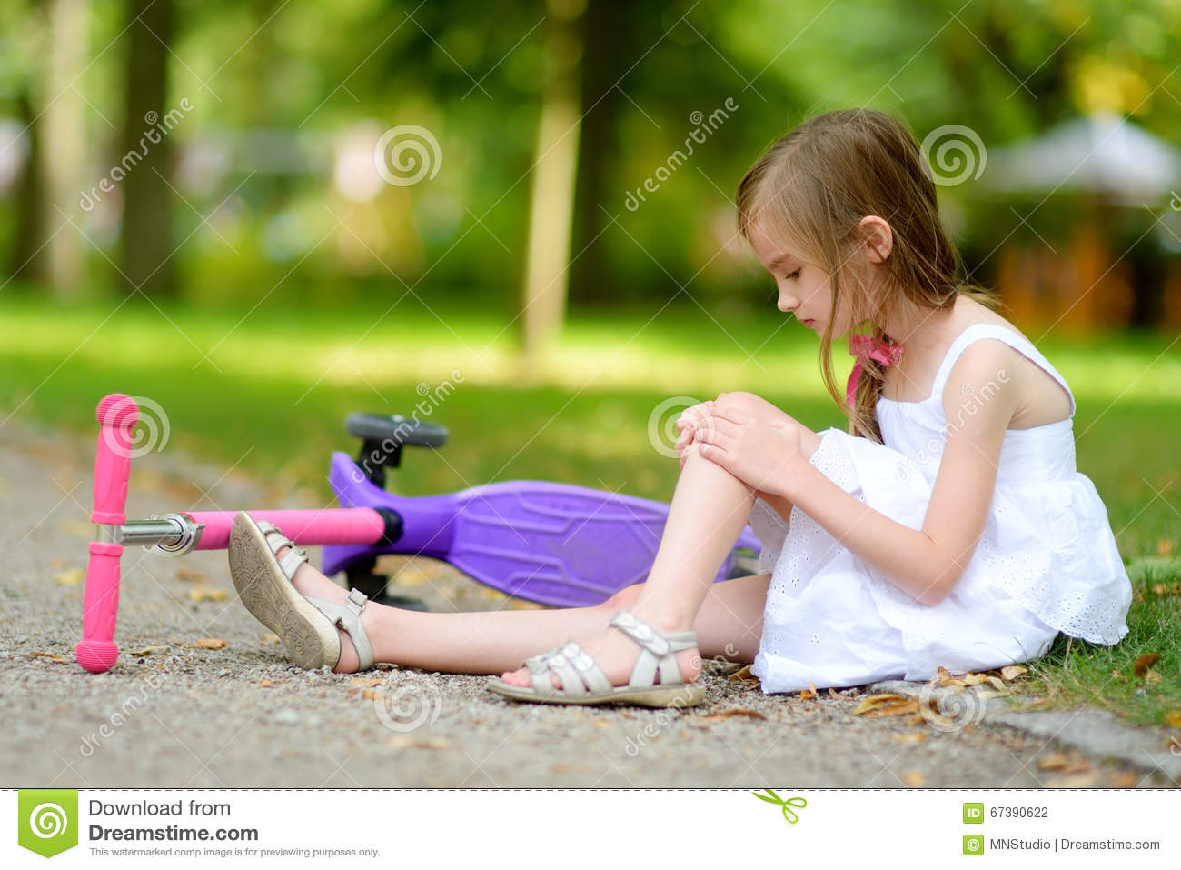 Sitting ground the girl on