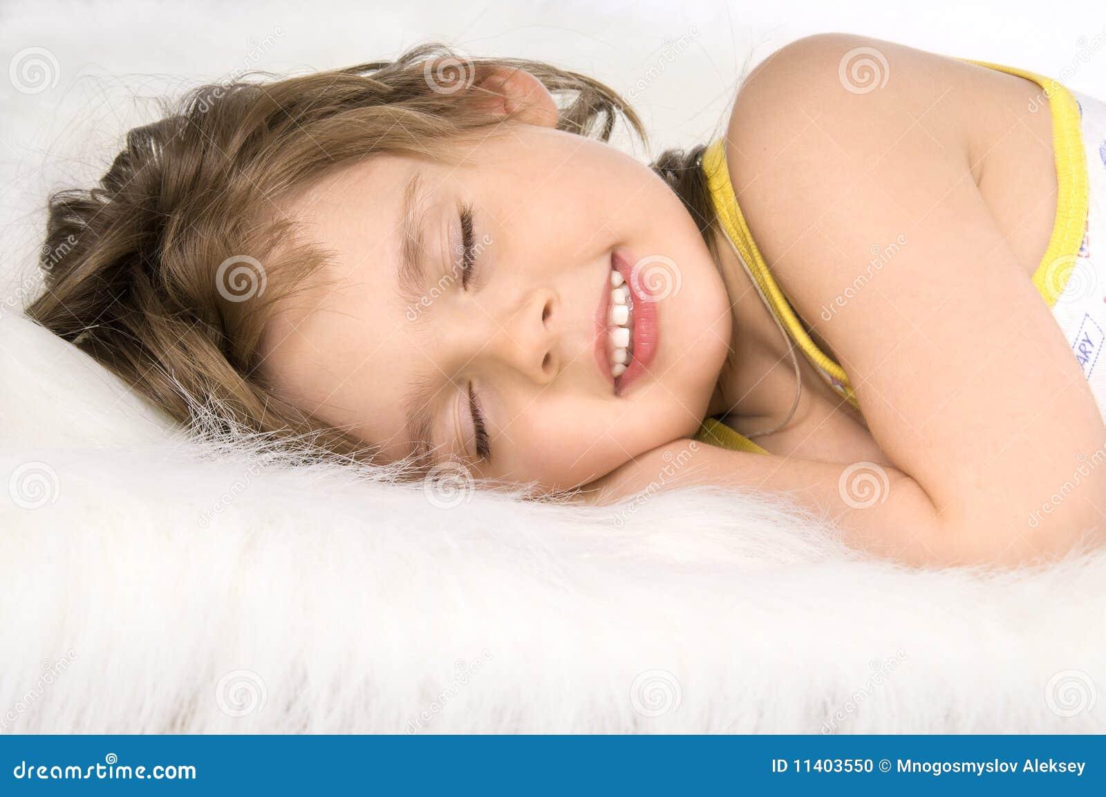 Почему человек во сне скрипит зубами и жует