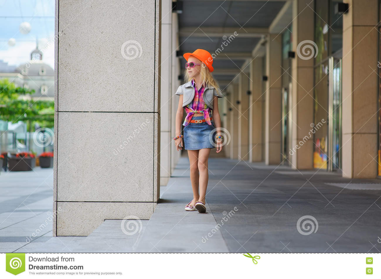 fabead223 Little Girl In Sunglasses And Orange Hat. Stock Photo - Image of ...
