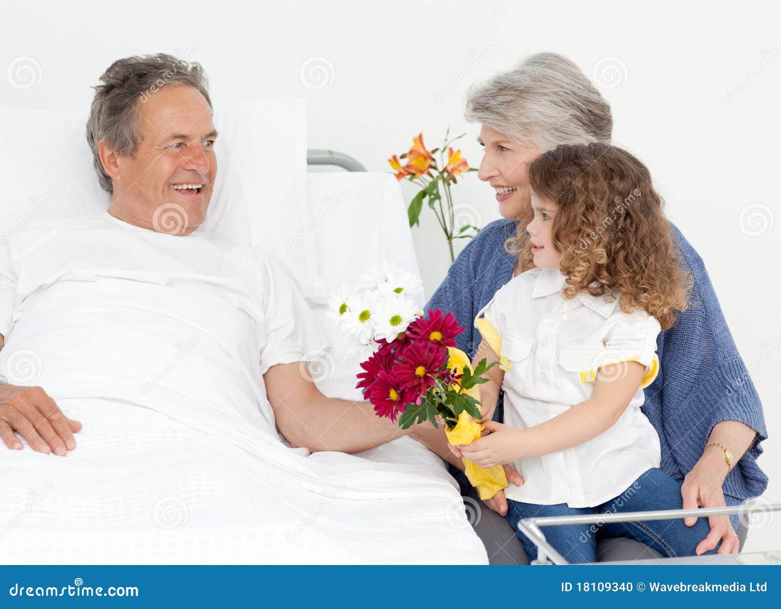 атриуме ЦДМ в постеле фото бабуля и внук функции
