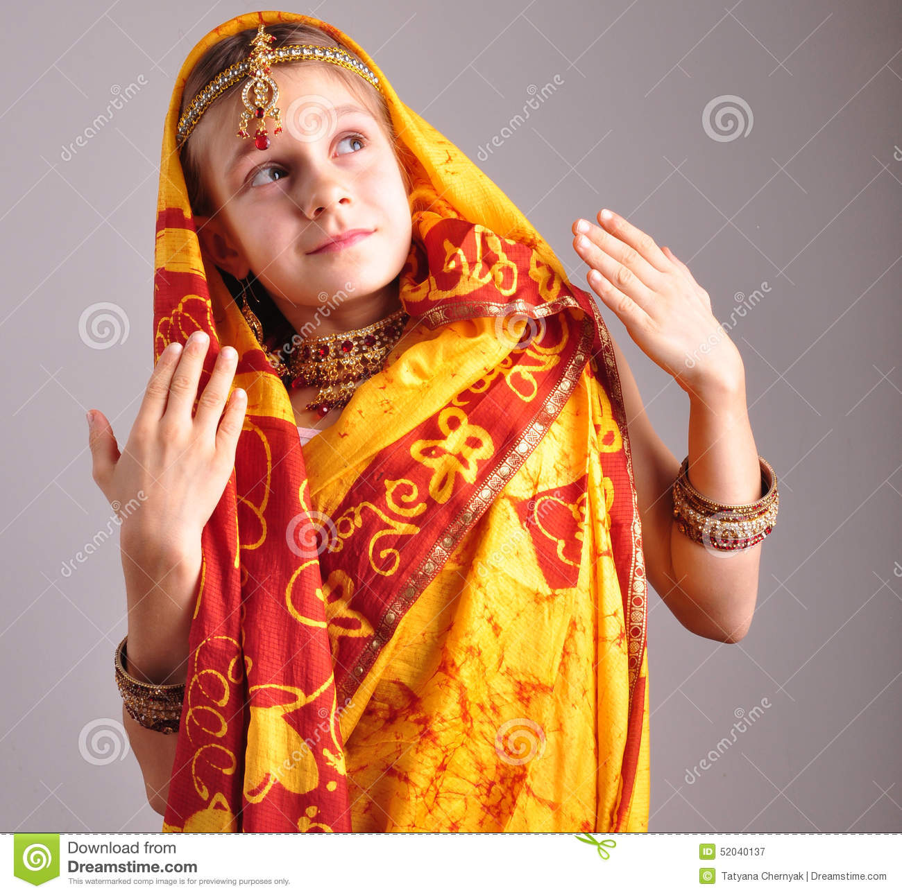Little Girl In Traditional Indian Clothing And Jeweleries ...