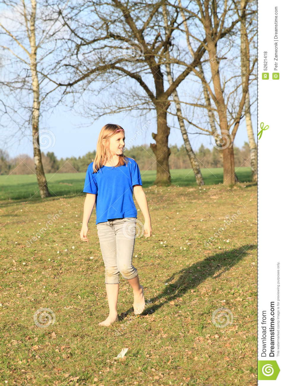 https://thumbs.dreamstime.com/z/little-girl-walking-barefoot-blue-shorts-t-shirt-meadow-52621418.jpg
