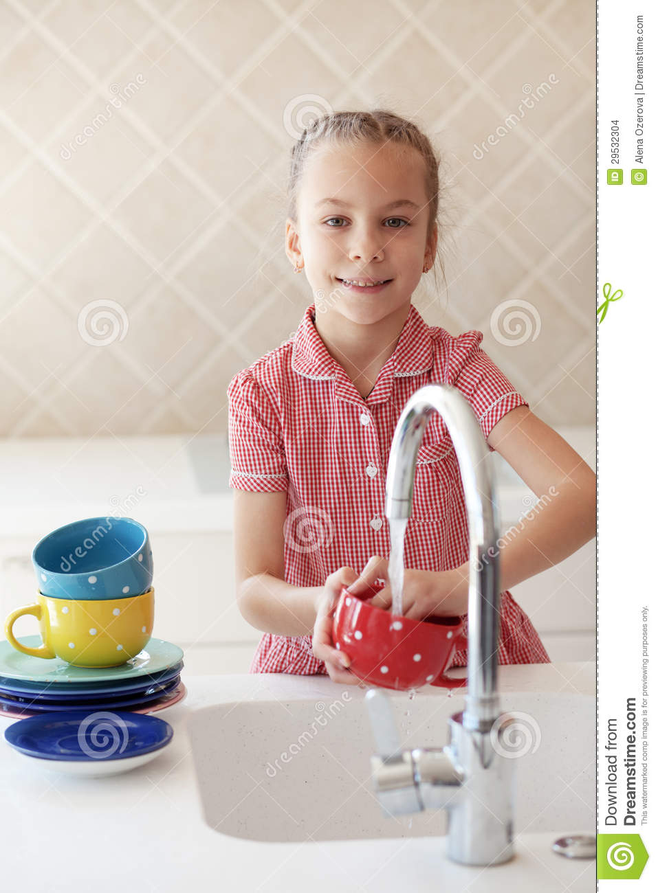 Little Girl Washing The Dishes Stock Images Image 29532304