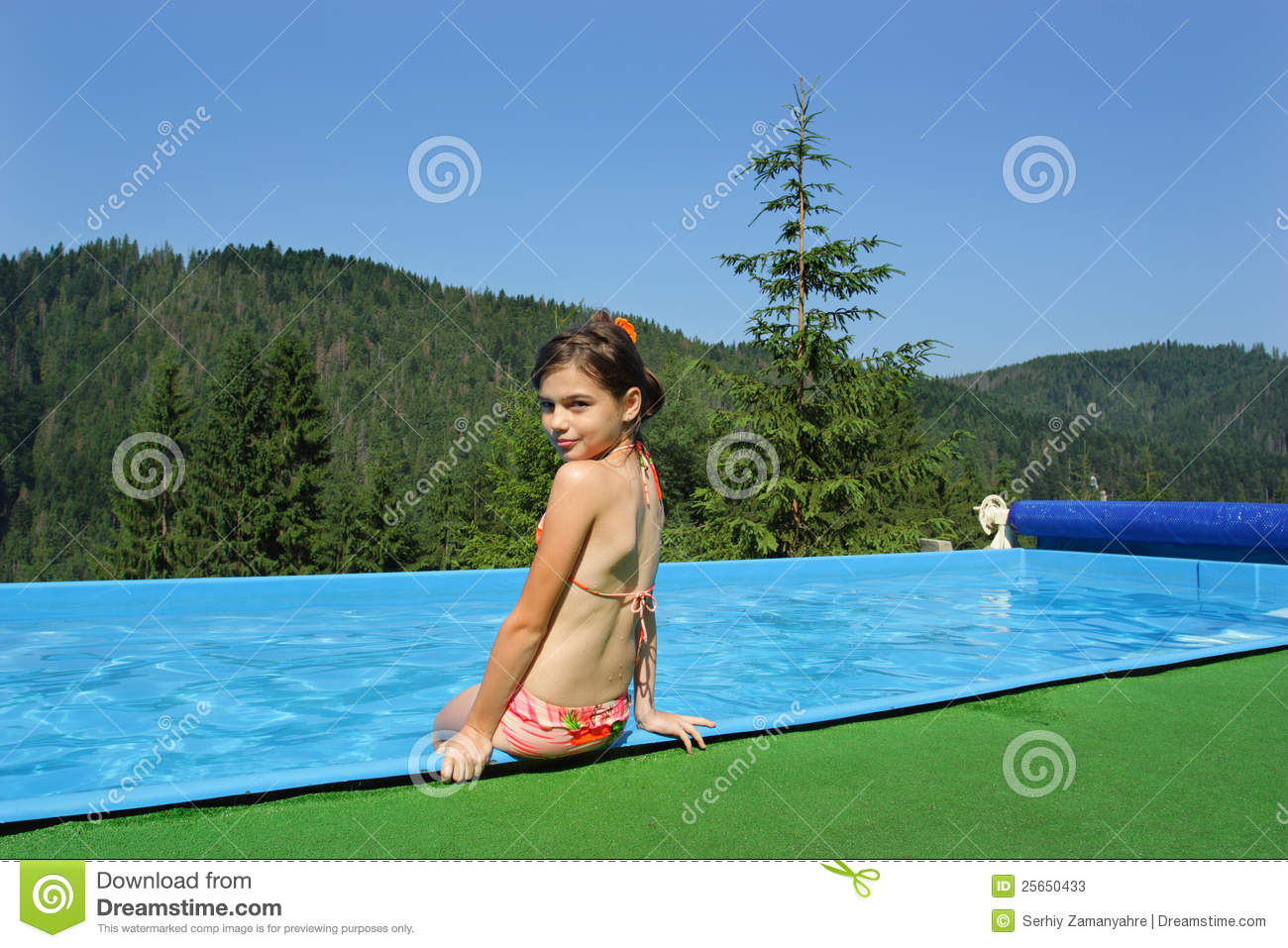 0d9d1c6ca Little Girls Playing In The Bassin Stock Image - Image of people ...