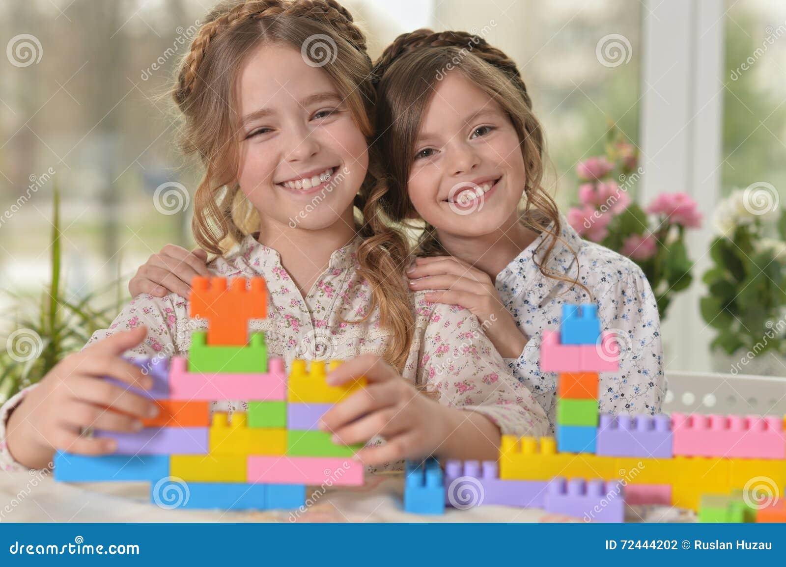 две девушки с игрушками для взрослых