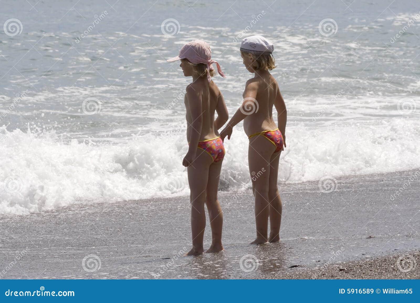 Фото с маленькой девочки сняли трусики 18 фотография