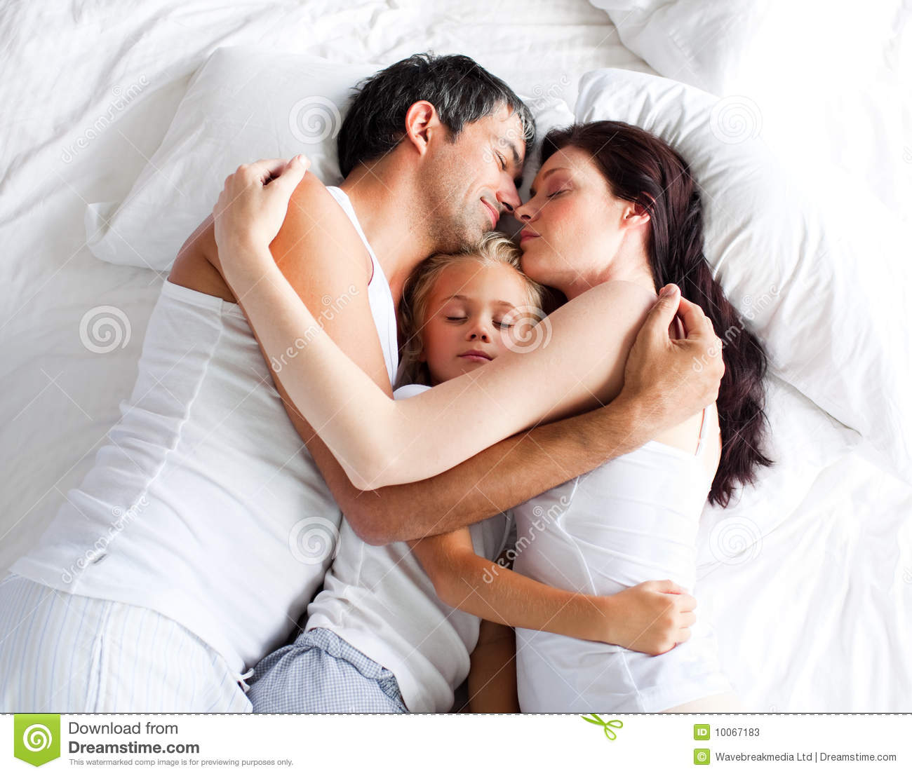 Baby bed with parents - Little Gril Sleeping On Bed With Her Parents Stock Photos