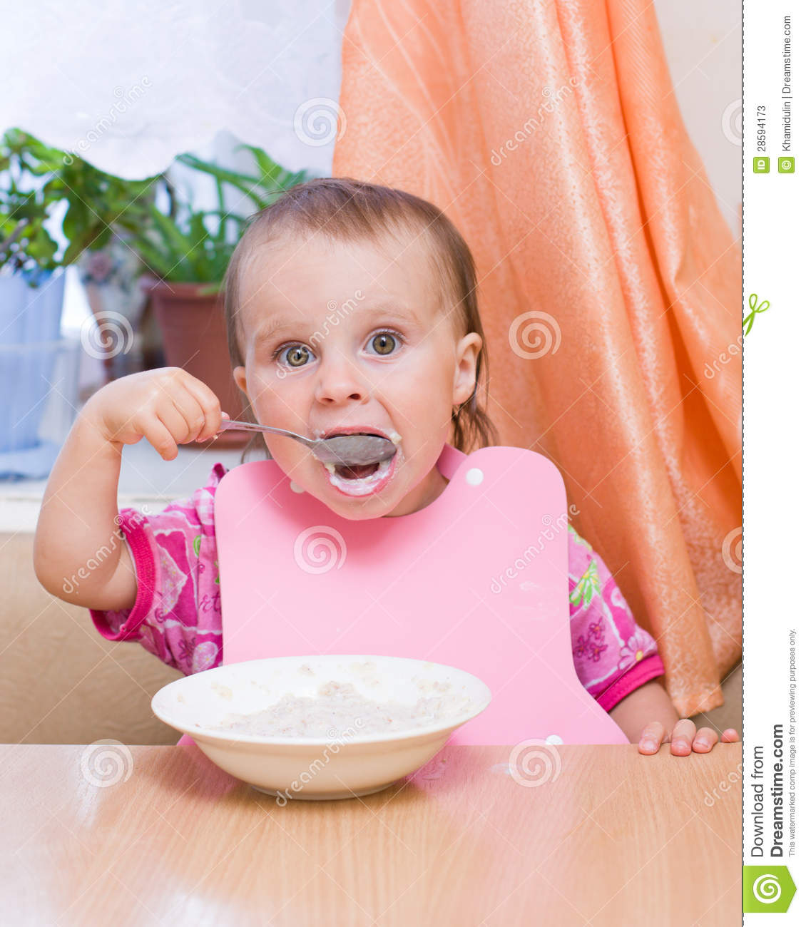 Little Kid Eating Cereal Stock Photos - Image: 28594173